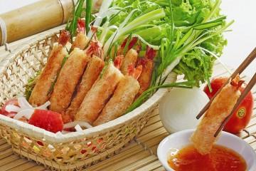 Chả giò tôm thịt thơm ngon vàng rụm cho bữa ăn.