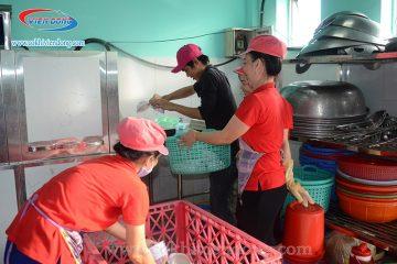 Máy rửa bát công nghiệp được khuyên dùng cho bếp ăn công nghiệp