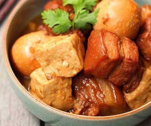 Món ăn từ chả quế: Chả quế kho thịt