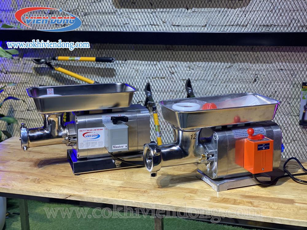 máy xay thịt RY 12S (trái); máy xay thịt AKS (phải)